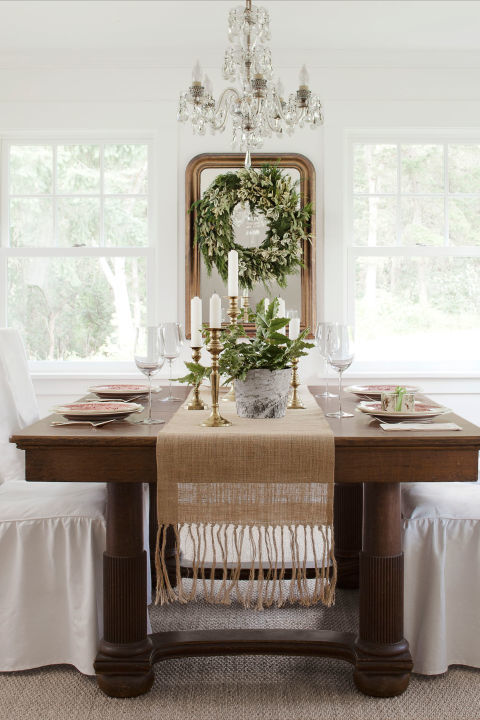 white-farmhouse-christmas