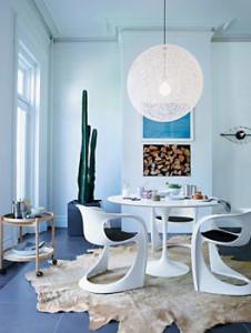 Saarinen-Round-Dining-Table